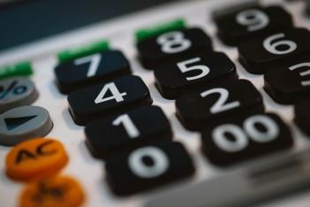 obraz przedstawia klawiaturę kalkulatora