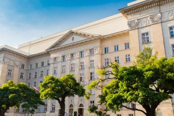 zdjęcie przedstawia gmach Sejmu Śląskiego