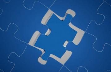 grafika pokazuje niebieskie klocki układanki